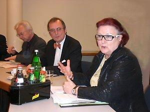 Prof. Dr. Elke Platz-Waury (Bundesvorsitzende vhw) und Prof. Dr. Nicolai Müller-Bromley (Präsident hlb)